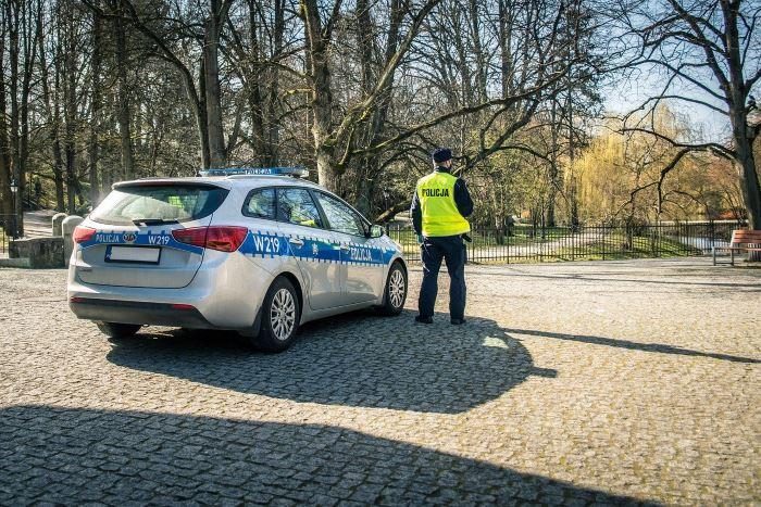 Policja Piła: Policjantka po służbie pomogła starszej kobiecie